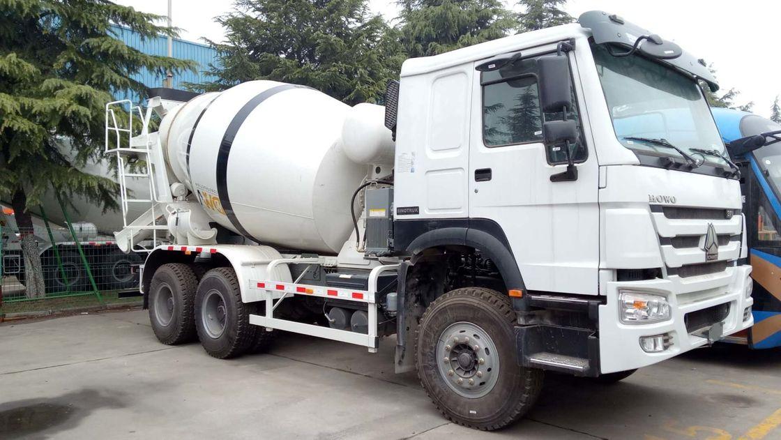 SINOTRUK HOWO 8 x 4 Concrete Mixer Trucks Engine 371HP
