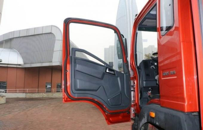 2012 Year Used Heavy Duty Trucks 4×2 Drive Mode HOWO Brand Van Body Cargo Box